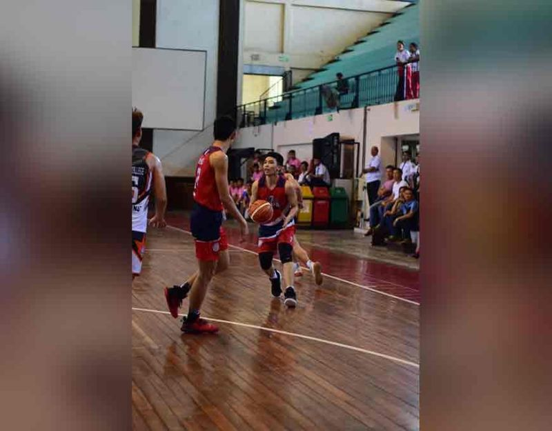 DAVAO. Kyle Jamora of Holy Child College of Davao (HCCD) Red Eagles-Unit 7 drives during a game against Jose Maria College (JMC) Kings-Unit 5 during their Dcaa Meet 2019 secondary boys basketball semifinals yesterday, November 21, at Holy Cross of Davao College (HCDC) Gym. *Koii Canarias/HCCD Sports Development Office)
