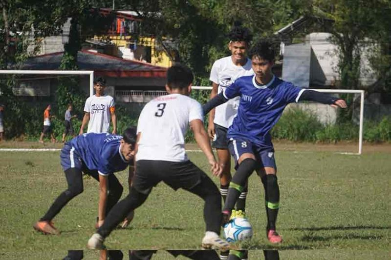 DAVAO. Ateneo de Davao University's Jasper Rex Lim (blue jersey number 8) controls the ball during ther DCAA Meet 2019 semifinals match against arch-rival Philippine College of Technology (PCT)-bannered Unit 7 at Tionko field Friday, November 22. (Bai Siang Lim)