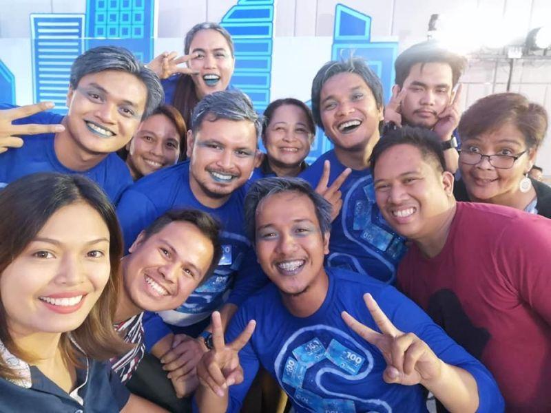 DAVAO. Madasigong nagpahulagway ang naglangkob sa cheerdance competition sa SunStar Davao Publishing Inc., uban sa pipila ka kaubanan sa kompanya atol sa Globe Media Excellence Awards (Gmea) didto sa Dusit Thani Residence Davao, niadtong Huwebes, Nobyembre 21. Ang SunStar Davao cheerdance misungkit sa P70 mil nga premyo. (Hulagway sa Gmea Production Team)