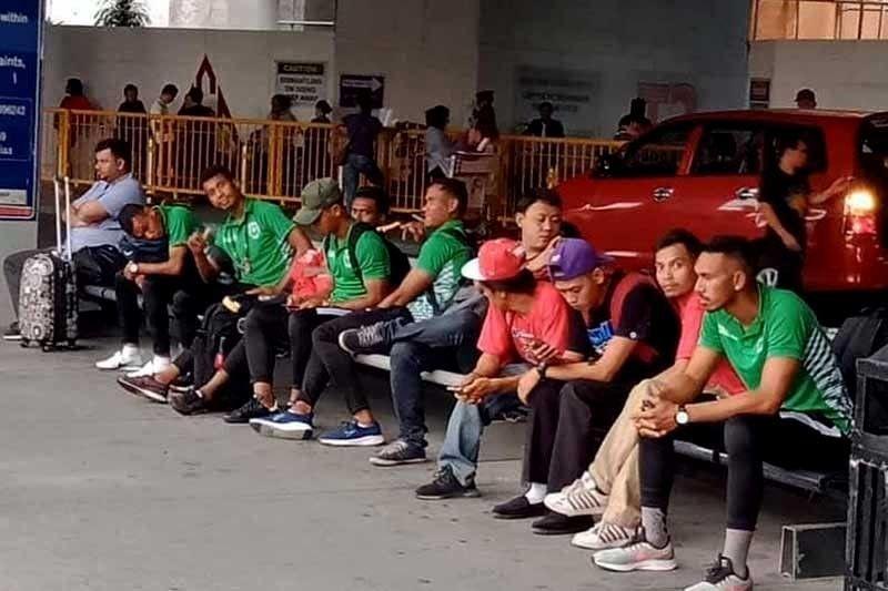 TAN-AWA: Makita kining hulagway sa Timor-Leste nga na-post sa Asean Football News samtang nagpaabot sa bus nga mokuha kanila gikan sa Manila International Airport.  / Hulagway iya sa Asean Football News