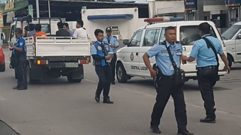 The Land Transportation Office Region 3 joined the nationwide operation against traffic violators as they apprehended unregistered vehicles along the Mac Arthur highway in the City of San Fernando last Friday. (Chris Navarro)