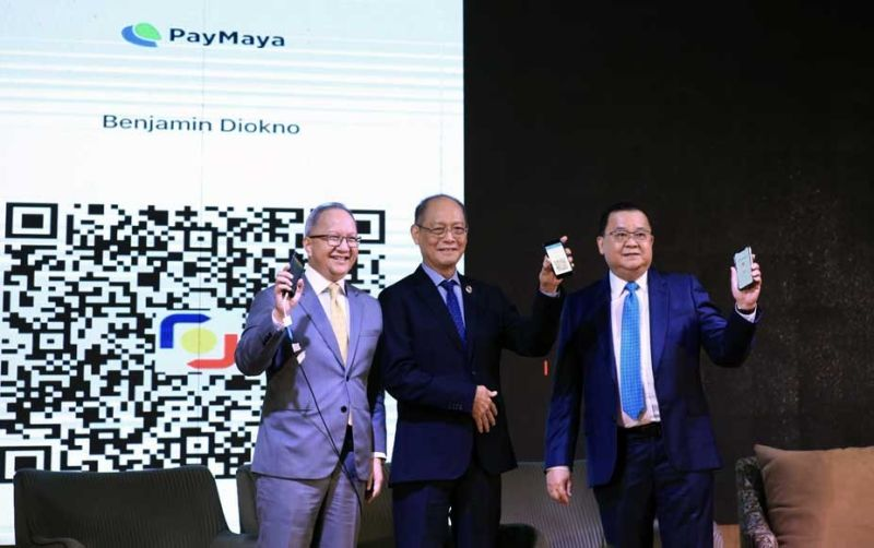 STRENGTHENING THE E-PAYMENT SYSTEM IN THE pHILIPPINES. Bangko Sentral ng Pilipinas Gov. Benjamin Diokno (center) spearheads the official launch of QR Ph, the Philippines' national QR code standard for digital payments at the BSP Manila on Wednesday, Nov. 20, 2019. With him are RCBC president and chief executive officer (CEO) Eugene Acevedo (left) and UnionBank president and CEO Edwin Bautista (right). (CONTRIBUTED FOTO)