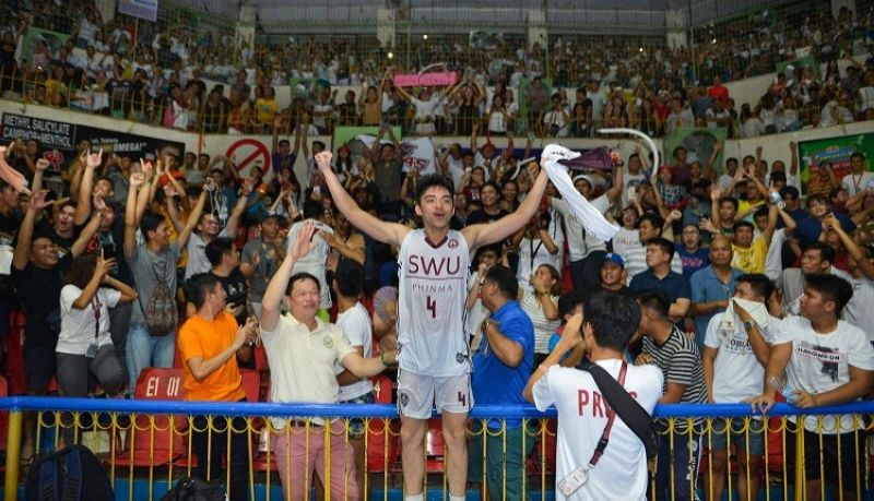 LEAP OF FAITH. After getting booted out of Adamson a few years ago, William Polican found a home in Cebu with the Southwestern University-Phinma. He repaid that by giving the Cobras a title last Friday. (Contributed by Ron Tolin)
