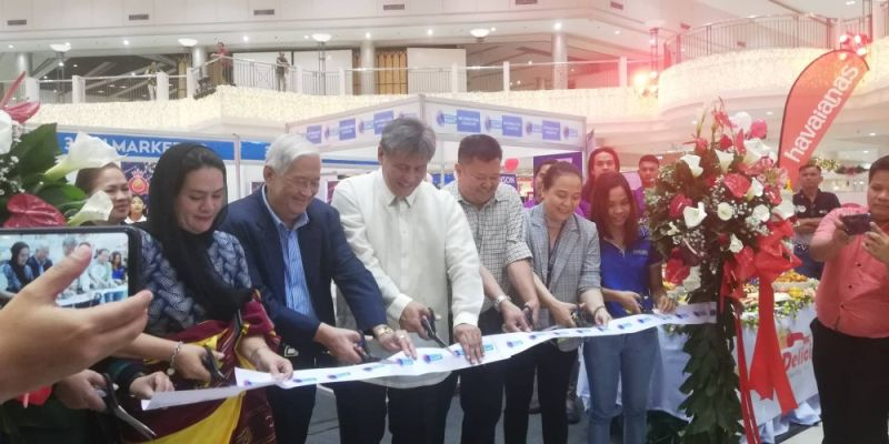 Phividec Administrator Franklin Quijano led the opening ceremony of the 3-day Philippine Industrial Summit in Limketkai Mall yesterday, November 25. (PJ Orias)