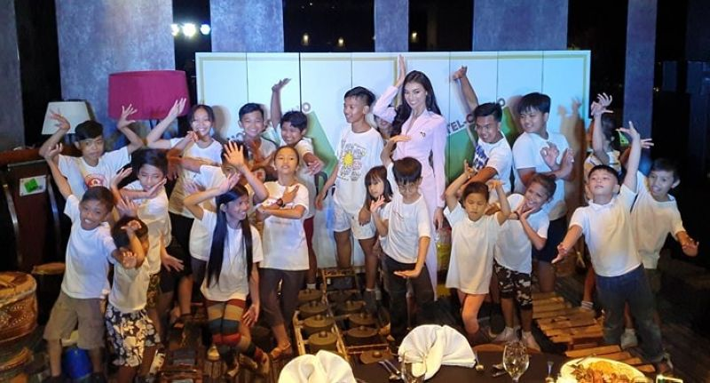 PAMPANGA. Kapampangan beauty Miss International Philippines Emma Mary Tiglao was joined by kids from Anak Bale Balayan during the send-off party at Midori Clark. (Chris Navarro)