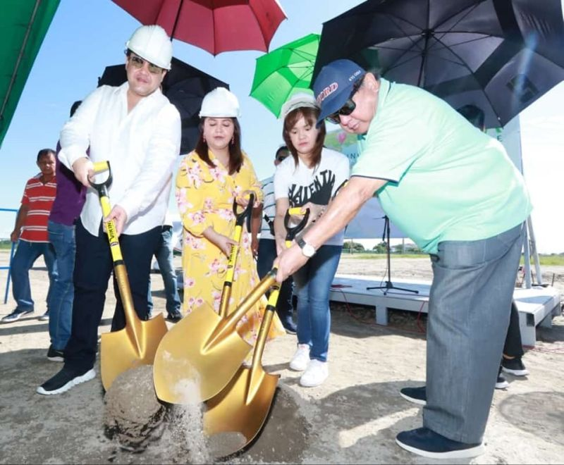 PAMPANGA. Businessman philanthropist Rodolfo Pineda, Governor Dennis Pineda, Board Member Mylyn Pineda Cayabyab, Lubao Mayor Esmie Pineda and Roselle Pineda lead Monday's (November 25, 2019) groundbreaking for the soon-to-rise Pradera Verde Island Park, Speed Track and Flying Club at Prado Siongco, Lubao, Pampanga. (Chris Navarro)