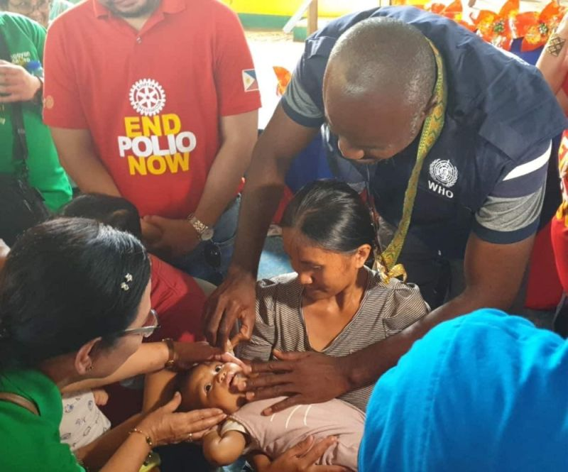 DAVAO. A barangay health worker in Barangay 5-A, Bankerohan, Davao City administers a polio vaccine drop to a child at the health center as the Department of Health kicks off its second round of vaccination with an allocated budget of P308 million for Mindanao. (Macky Lim)