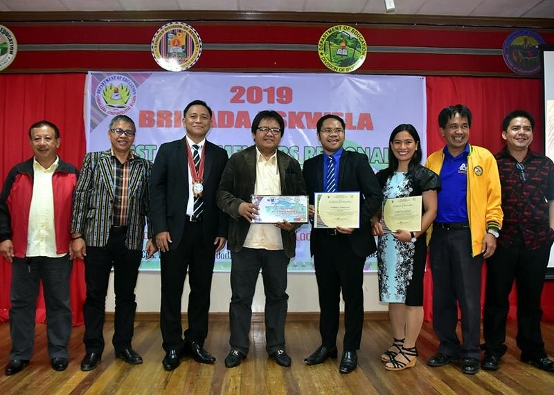 BAGUIO. The Department of Education-Cordillera Administrative Region officials led by OIC-assistant regional director Florante Vergara (3rd from left) recognized Adaoay National High School-Abucot Extension in Abucot, Kabayan, Benguet as the 2019 Best Brigada Eskwela Implementer under the small schools category. Receiving the award are Kabayan Municipal Mayor Faustino M. Aquisan (4th from left), DepEd-Benguet officials and school officials, November 21. (Georaloy Palao-ay)
