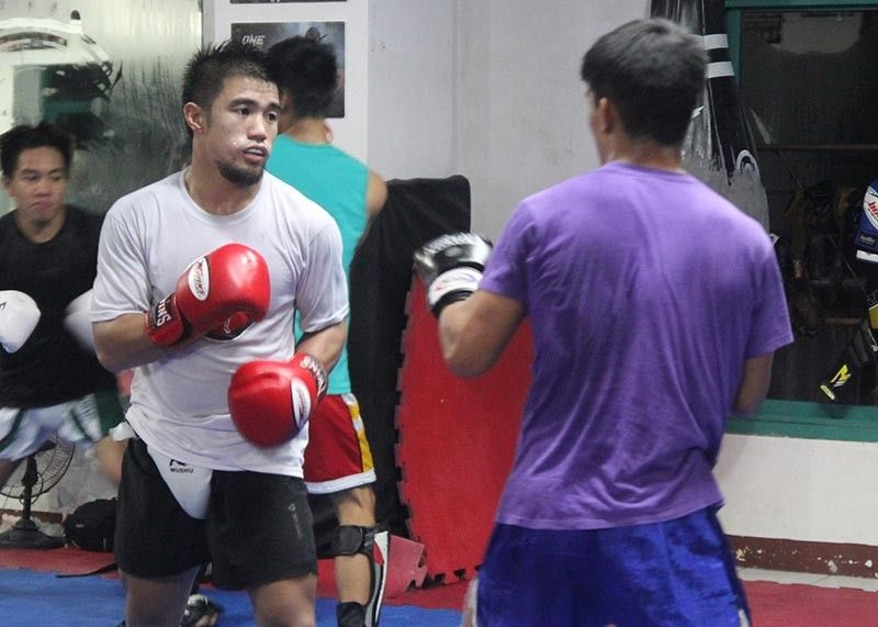 BAGUIO. John Cris Corton holds sparring session at the Team Lakay gym as he prepares against Dasheel Moodley in Brave Combat Federation 31 set at the Sibaya Casino in Durban, South Africa on December 7. (Roderick Osis)