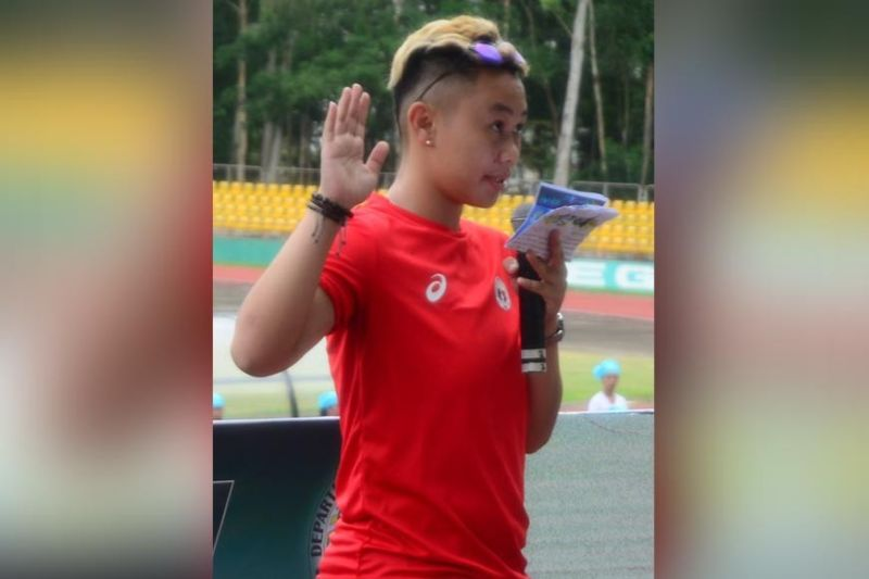 BACOLOD. Anne Katherine Quitoy leading the oath of sportsmanship during the p019 Bacolod City Division Athletic Association Meet. (Jerome S. Galunan Jr. photo)