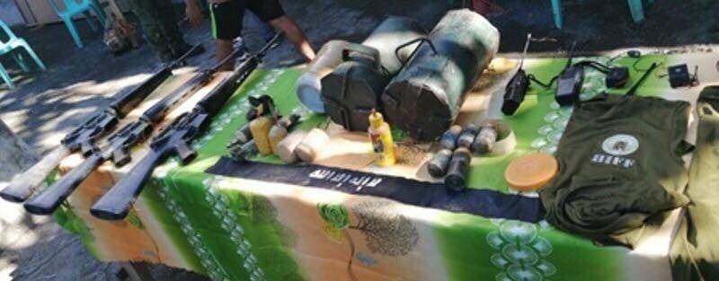 DAVAO. Mga bomba nga narekober sa military gikan sa Bangsamoro Islamic Freedom Fighters atoll sa binakbakay niadtong Martes sa utlanan sa Shariff Saydona Mustapha ug Pikit, North Cotabato. (Hulagway ni EEG)