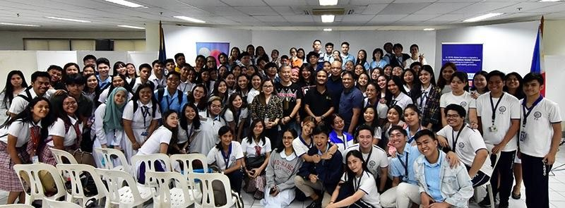 NEXT GEN. Journalists shared to over a hundred students from different communications school in Davao City on how the traditional media is adapting to the changes brought by digital technology. (Macky Lim)