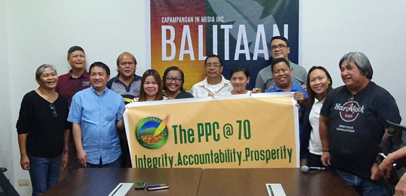PAMPANGA. Kapampangan journalist Tonette Orejas (PDI) was voted as the first lady President of the Pampanga Press Club. Joining her are the newly elected officers of the PPC. (Chris Navarro)
