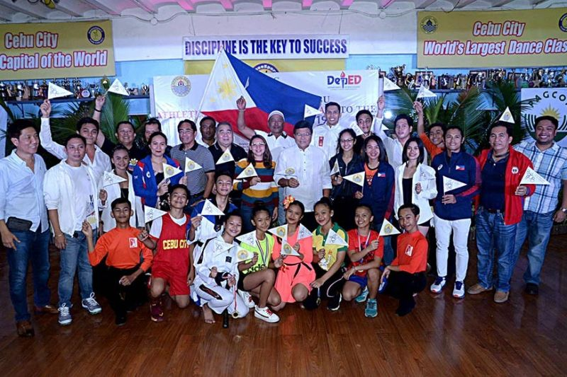 OFF TO SEA GAMES: Cebu City Mayor Edgardo Labella (center) sends off Cebu's athletes and coaches to the 30th Southeast Asian Games in Luzon in a ceremony in Cebu City on Nov. 26, 2019. Also in photo are Cebu City Sports Commission chairman Edward Hayco and Cebu City Councilor Dondon Hontiveros. (Contributed photo / Cebu City PIO)