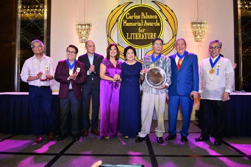 MANILA. (From left) Palanca Hall of Fame awardees Rodolfo Vera and Dr. Luis Gatmaitan, Carlos Palanca Foundation representatives Charles Cristopher Palanca and Criselda