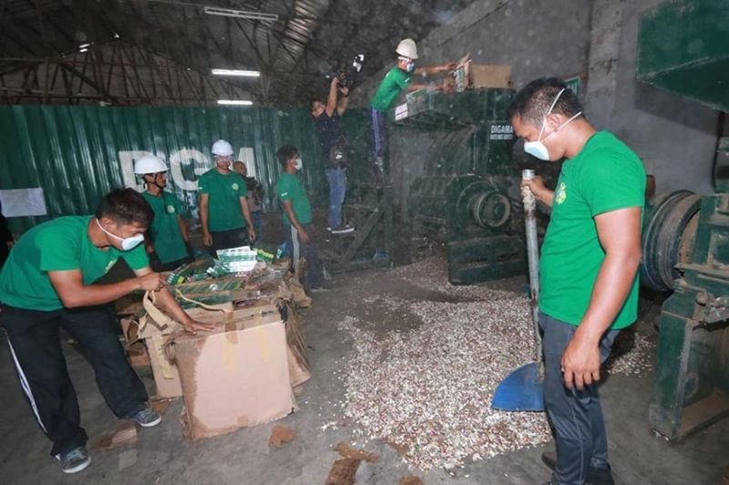PAMPANGA. Personnel of DiGma Waste Management Services Facility supervised by agents of the Bureau of Customs Port of Manila under District Collector Arsenia Ilagan facilitate the shredding of fake cigarettes in Barangay Mitla Porac, Pampanga last Wednesday, November 27, 2019. (Chris Navarro)