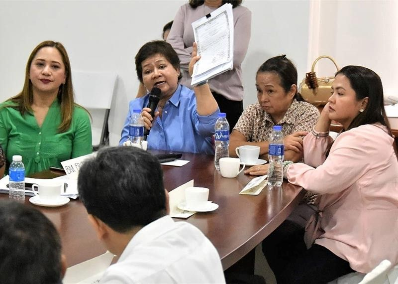 PAMPANGA. Vice Governor Lilia Pineda shows the Certificate of Ancestral Domain Title former President Gloria Macapagal-Arroyo took care of in July 2009. Joining them are former Porac Mayor Condralito Dela Cruz, and Board Members Mylyn Pineda-Cayabyab and Fritzie David-Dizon. (Jun Jaso)