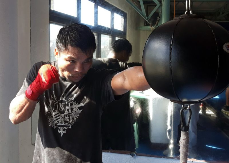 BAGUIO. Carlo Magali of Highland Boxing gym wraps up his daily training with a workout at the speedball hoping to secure the Asian Boxing Federation and Philippines super featherweight title against Al Toyogon on December 21. (Photo by Roderick Osis)