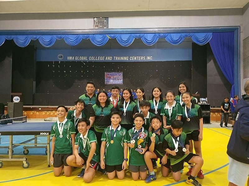 Lopue's-La Salle coaches and players with their medals. (Contributed photo)