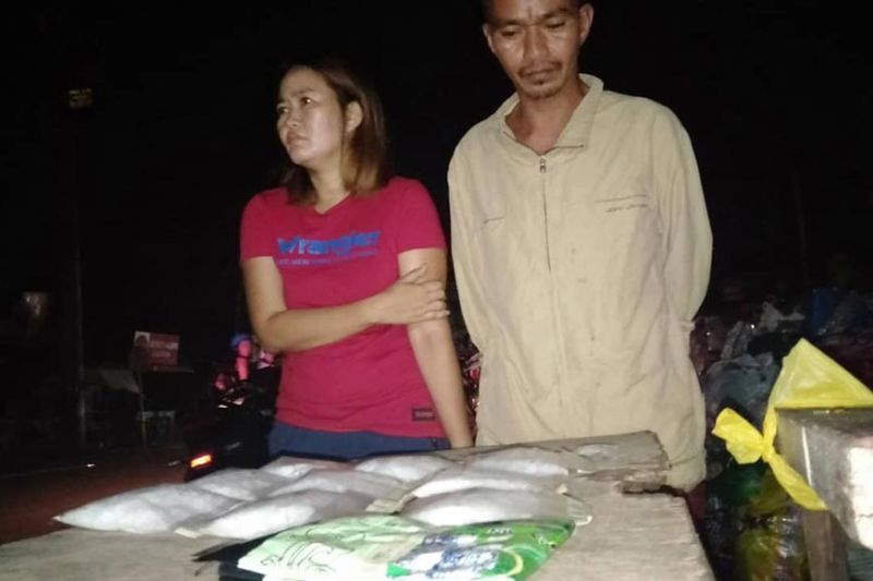 IN CUSTODY. Siblings Lewis and Hazel Lacida are caught with nearly a kilo of suspected illegal drugs during an operation in Barangay Sawang Calero, Cebu City.  (SunStar photo / Benjie Talisic)