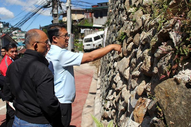 BAGUIO. Mayor Benjamin Magalong and City Administrator Bonifacio Dela Peña inspect infrastructure projects in the city where only three of five projects passed the scrutiny of the team from the City Engineering Office and the City Buildings and Architecture Office. (Glen Pat-ogan)
