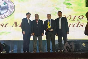 AWARDS NIGHT. Carmen Copper's AVP-SHEC and corporate communication engineer Ignacio Alburo (third from left) and AVP-Maintenance Operation engineer Reynaldo Castillo (far right) receive the award from Mines and Geosciences Bureau assistant director Danilo Uy-Kieng (far left) and PMSEA director engineer Jeremias Dolino (second from left) during the Testimonial Dinner at CAP-John Hay Trade and Cultural Center in Baguio City.