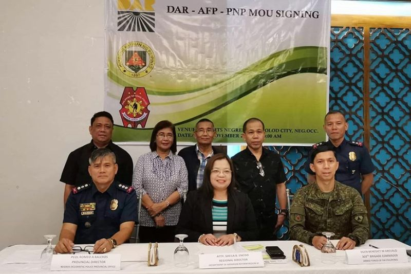BACOLOD. (From left) Negros Occidental Provincial Police Director Romeo Baleros, DAR-Western Visayas Regional Director Sheila Enciso and 303rd Infantry Brigade Commander Benedict Arevalo lead the Memorandum of Understanding signing at the Resorts Negrense in Bacolod City Friday, November 29, 2019. (Contributed Photo)