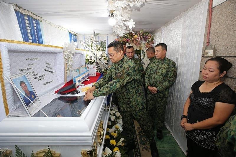 CAGAYAN DE ORO. Si Philippine National Police officer-in-charge Police Lieutenant General Archie Francisco Gamboa ni-award sa