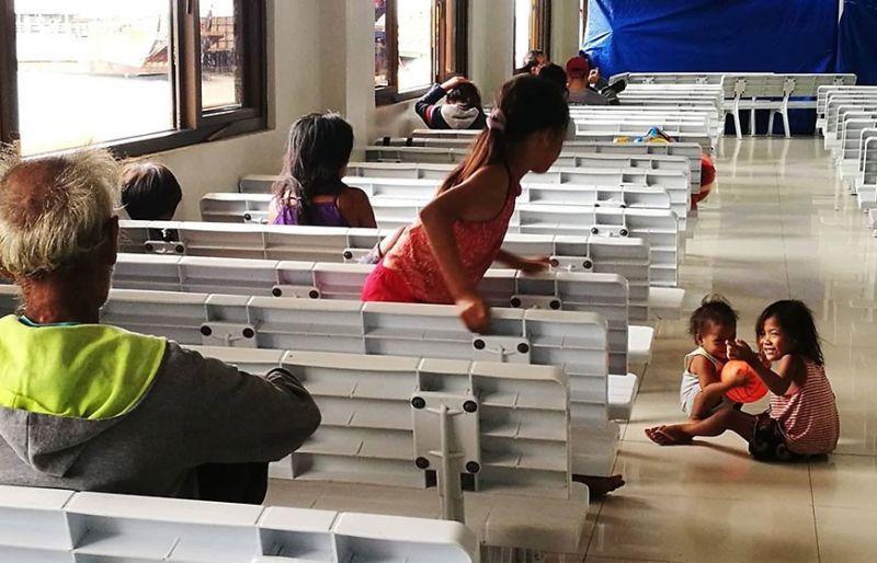 WAY MGA BIYAHE. Mingaw kaayo ang wharf terminal sa Punta Engaño sa Lapu-Lapu City human gikanselar sa Philippine Coast Guard (PCG) ang tanang mga biyahe sa kadagatan. Gipahibawo usab sa Siyudad ang pagkanselar sa tanang boat trips sa Dakbayan sa Lapu-Lapu padung sa gagmay nga mga isla. Apektado sa bagyong Tisoy ang mga biyahe sa barko ug eroplano human kini gipangkanselar. (Allan Cuizon)