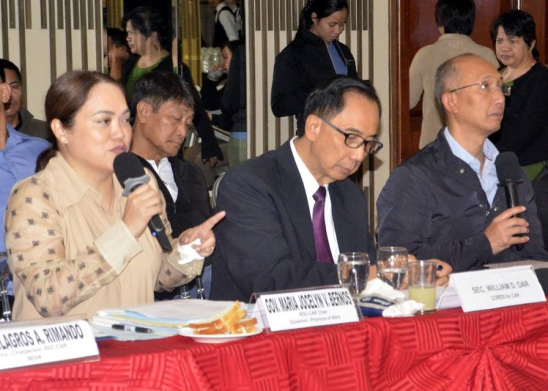 BAGUIO. Newly appointed Cordillera Regional Development Council (RDC) chairperson - Abra Governor Joy Bernos and Regional Peace and Order Council (RPOC) chairperson - Baguio City Mayor Benjamin Magalong presided their first Joint RDC-RPOC meeting attended by Cabinet Officer for Regional Development and Security for Cordillera (CORDS - CAR) Agriculture Secretary William Dar. (Photo by Lito Dar)