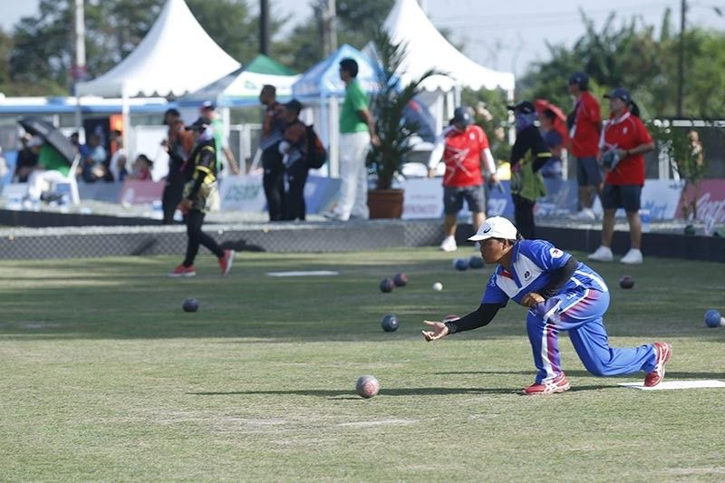 PAMPANGA. Philippine athletes in the Lawn Bowl competition aim to bring another gold for the country during their game held at Clark Freeport Zone. (CDC-CommDep)