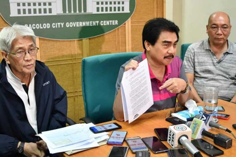 BACOLOD. Mayor Evelio Leonardia (2nd from left), Vice Mayor El Cid Familiaran (1st from right), and Executive Assistant Jose Ma. Vargas at a press conference at the Bacolod City Government Center Monday, December 2, 2019. (Photo by City PIO)
