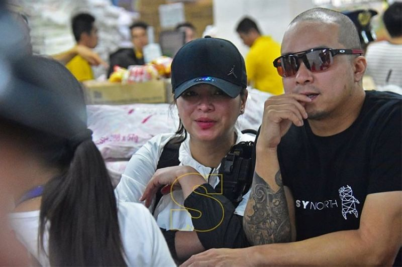 DAVAO. Actress Angel Locsin and fiancé Neil Arce were at the NCCC mall in Davao City buying basic goods for the earthquake victims in Davao del Norte. (Macky Lim/SunStar Davao)