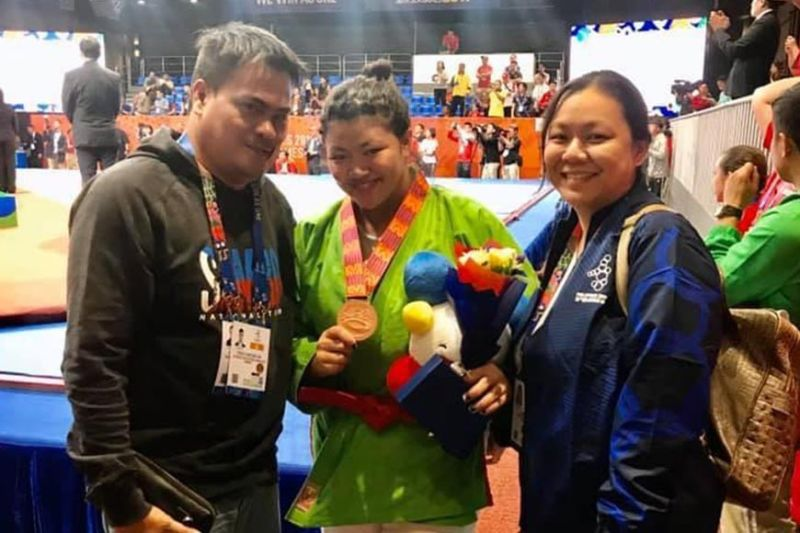 PAMPANGA. Paolo and Janet Tancontian pose with their eldest child Sydney, center, who bagged a bronze medal in the 30th Southeast Asian (SEA) Games women's kurash  70 kilograms division at Laus Group Events Center in San Fernando, Pampanga Monday. (Paolo Tancontian Facebook)