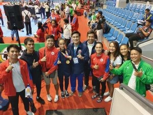 "WE WIN AS ONE. Senator Juan Miguel ""Migz"" Zubiri and the Philippines' over-achieving arnis team. (Contributed Photo)"