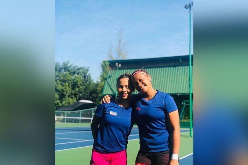 MANILA. (From left) The pair of Marian Jade Capadocia and Shaira Hope Rivera of the Philippines loses to Vietnam duo of Phan Thi Thanh Binh and Tran Thuy Thanh Truc, 6-2, 3-6 (8-10) in women's tennis doubles preliminary round of the 30th Southeast Asian (SEA) Games 2019 at Rizal Memorial Tennis Center in Manila Wednesday, December 4. (Contributed photo)