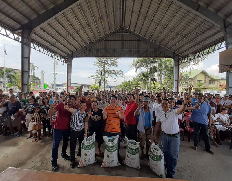 "PAMPANGA. PhilRice provincial coordinator Paul Marcelo, board member Pol Balingit, Rep. Juan Pablo ""Rimpy"" Bondoc, Mayor Abundio Punsalan, Jr. and municipal agriculture officer Eleazar Santos lead the distribution of certified seeds to Simonian farmers. (Princess Clea Arcellaz)"