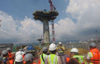 NAPORMA NA: Nagsugod na og kaporma ang ikatulong taytayan. Gipasigarbo sa contractor nga ang Cebu Cordova Link Express earthquake resistant. (Allan Cuizon)