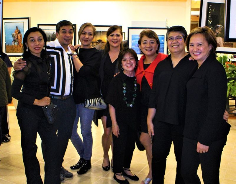 Gorgeous and talented lady shuttterbugs of Baguio - CAR. (Photo by Osharé)