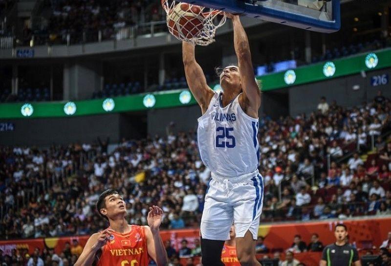 MANILA. Gilas forward Japeth Aguilar slams one home. (Gilas Pilipinas)