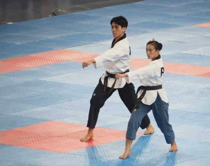 SILVER. Cebu's Rinna Babanto and partner Dustin Jacob Mella won a silver medal for the Philippines in the mixed poomsae taekwondo event of the 30th Southeast Asian Games. (Photo by Richiel Chavez)
