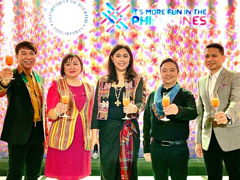 Cheers to an amazing 2019 and to a brighter 2020 for Davao tourism. DOT-Davao Region Director Tanya R. Tan with ODTOA president Noel Daquioag, DCTOO Generose Tecson, DATA president Gatchi Gatchalian and MiceCon Davao president Ken Kapulong. (Photo by Jinggoy I. Salvador)