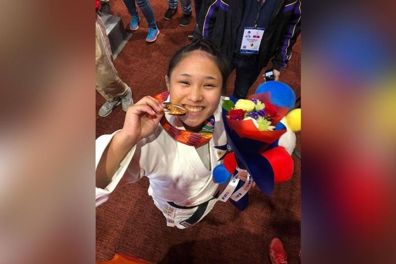 PAMPANGA. Si Filipino-Japanese Mariya Takahashi, diin ang inahan nahimugso sa Maragusan saCompostela Valley, grabe ang pagngisi sa kadaugan sa women's judo -70 kg gold medal sa 30th Southeast Asian (SEA) Games, Biyernes, Disyembre 6, sa Laus Group Events Center sa San Fernando, Pampanga. (Lynlyn)