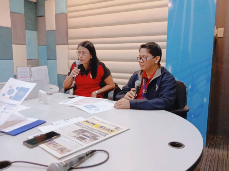 PAMPANGA. Bureau of the Treasury regional director Irene Jonson (L) discusses the mechanics of the ongoing Premyo Bonds during their guesting at the Talakayan Ngayon Program of DWRW 95.1 FM. (Marie Joy S. Carbungco/PIA-Central Luzon)