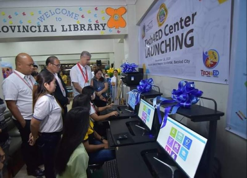Negros Occidental Governor Eugenio Jose Lacson (standing second from right) and DICT-Negros Occidental Provincial Officer Romeo Tome (standing second from left) during the launching of Tech4Ed center at the Provincial Library in Bacolod City recently. (Contributed photo)