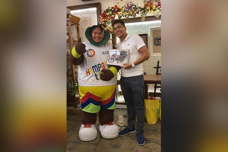 President Jerson Mercado of Super Lucky Beagler, Inc. awards the grand prize to Lucky, their mascot who always ensures that he could spread joy and fun to the children wherever they go.