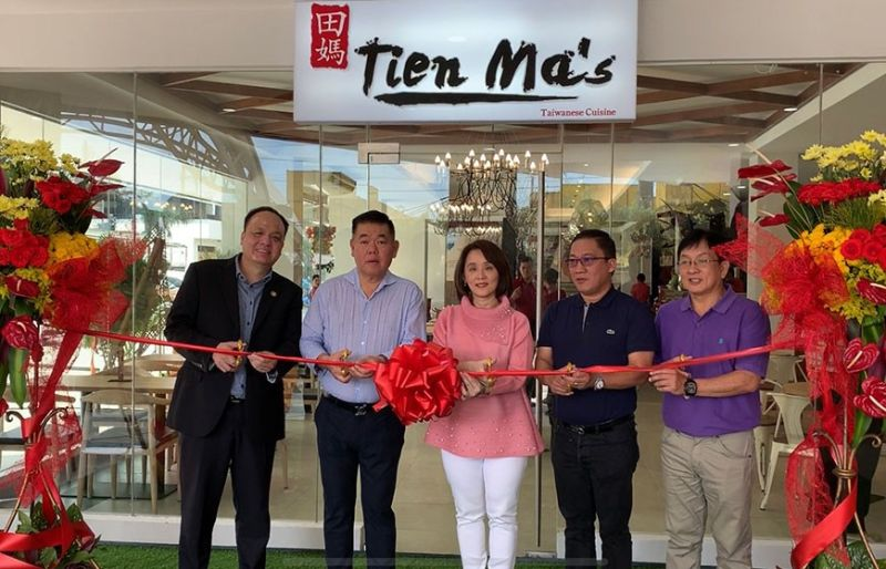 EXPANSION. From left, Stanley Go, president of Mandaue Chamber of Commerce and Industry, business owner Eric Ng Mendoza and wife Jackie, Mandaue City Mayor Jonas Cortes, and Mandaue City Vice Mayor Glenn Bercede during the opening of Tien Ma's at Meerea High Street in North Relamation Area. (Contributed photo)