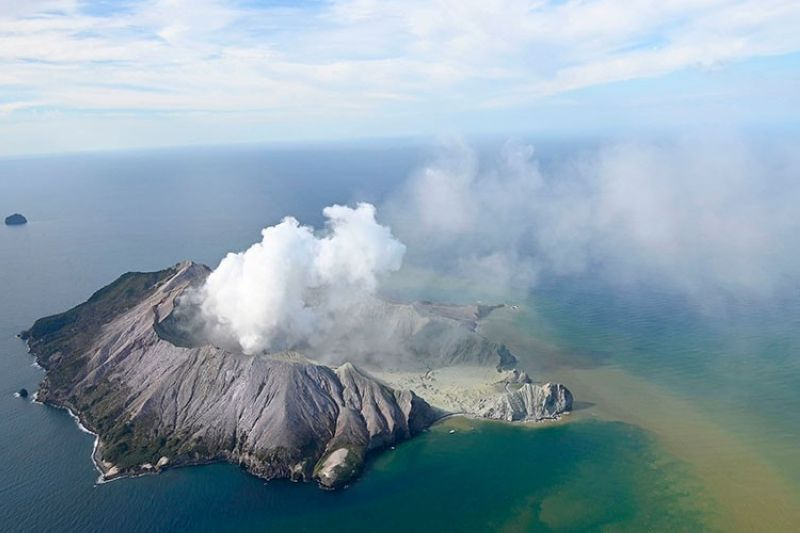NEW ZEALAND. This aerial photo shows White Island after its volcanic eruption in New Zealand Monday, December 9, 2019. The volcano on a small New Zealand island frequented by tourists erupted Monday, and a number of people were missing and injured after the blast. (AP)