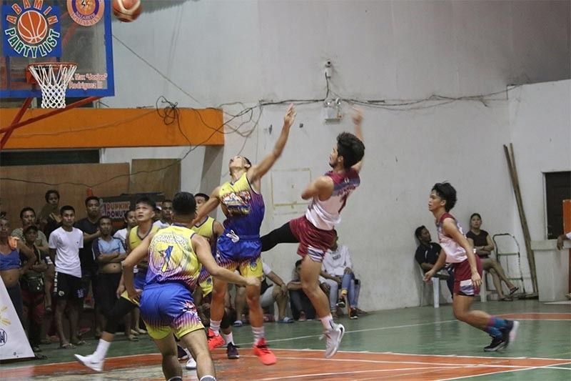 SPC Sharks guard Kim Popiolek does a difficult shot in front of the City High Tigers defender in their NBTC semis match last Saturday at the Nazareth gym. (Jack Biantan)
