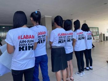 MANILA. Family, relatives and friends of Kim Ramos, the 23-year-old construction worker shot dead by a policeman, wear matching shirts calling for justice as murder charges are filed against intelligence officer Police Corporal Herjonner Soller at the Marikina Hall of Justice on December 9, 2019. (Photo by Third Anne Peralta-Malonzo)